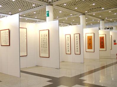 2014首届中国北京国际艺术臻品展,作为中法建交50周年的特别献礼,同时也是第二届北京惠民文化消费季的重要组成部分,精彩荟萃的优秀艺术臻品印证了两国文化在推动历史文化发展与人类文明进程中做出的巨大贡献。多年来北创凭借出色的创意设计与务实高效的服务和完善的管理体制,不仅为客户成功塑造了众多展示精品,也为北创赢得了国内知名的市场品牌地位。无论是在经验还是能力上,北创都是您值得信赖的伙伴,期待与您合作。.